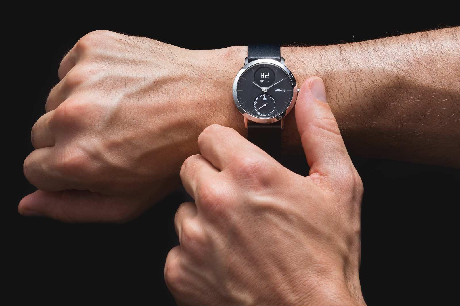 Thiết bị theo dõi sức khỏe Fitbit