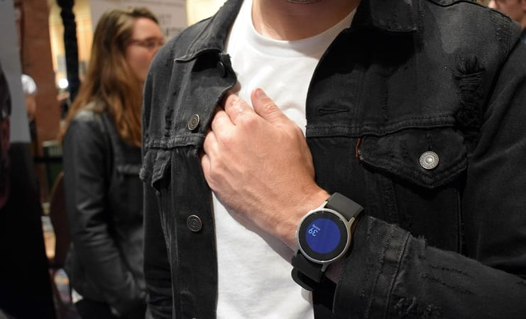 Đồng hồ đo huyết áp Omron HeartGuide